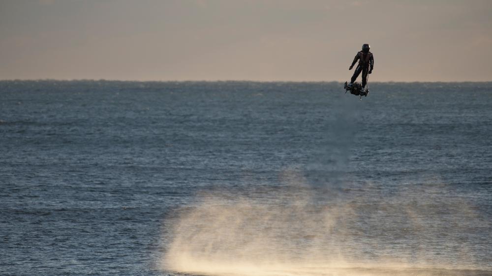 Breitling поднимается в небеса с Franky Zapata на Flyboard<sup>®</sup> Air