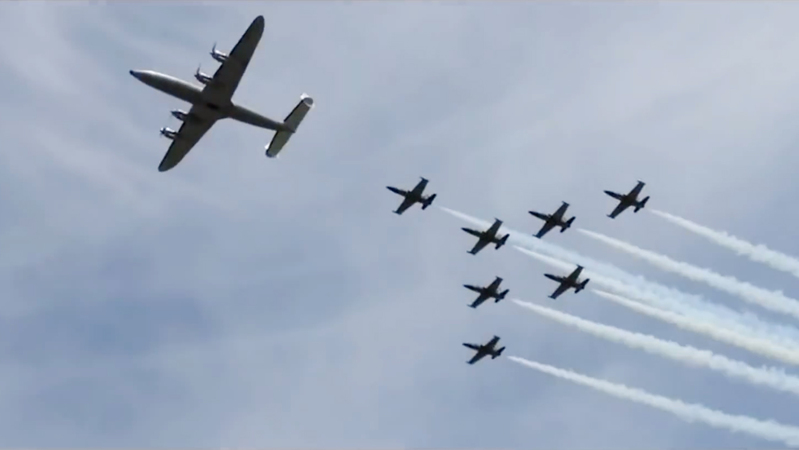 The Super Constellation in formation flight with the Breitling Jet Team