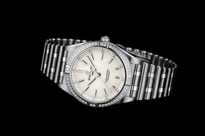 07_chronomat-automatic-36-with-a-white-dial-diamond-hour-markers-and-a-diamond-set-bezel_ref.-a77310591a1a1.jpg
