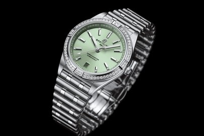 09chronomat-automatic-36-with-a-pale-green-dial-diamond-hour-markers-and-a-diamond-set-bezel_ref.-a10380591l1a1.jpg