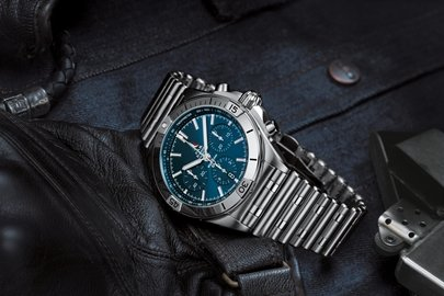 10_chronomat-b01-42-frecce-tricolori-limited-edition-with-a-blue-dial-and-tone-on-tone-chronograph-counters.jpg