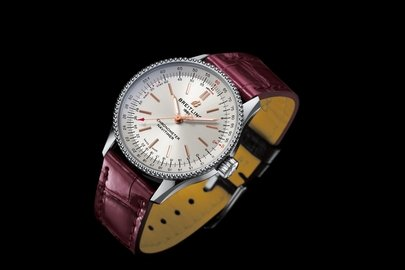 07_navitimer-automatic-35-with-a-silver-dial-and-a-burgundy-alligator-leather-strap-1.jpg
