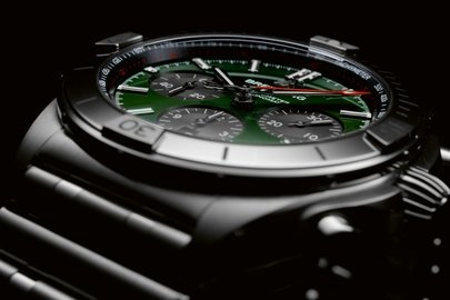 09_chronomat-b01-42-bentley-with-a-green-dial-and-black-contrasting-chronograph-counters.jpg