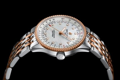 12_two-tone-navitimer-automatic-35-with-a-white-mother-of-pearl-dial-with-diamond-hour-markers-and-a-luxurious-18-k-red-gold-bezel-1.jpg