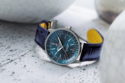02_navitimer-automatic-35-with-a-blue-dial-and-a-blue-alligator-leather-strap-1.jpg