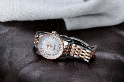 11_two-tone-navitimer-automatic-35-with-a-white-mother-of-pearl-dial-with-diamond-hour-markers-and-a-luxurious-18-k-red-gold-bezel-1.jpg