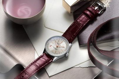 06_navitimer-automatic-35-with-a-silver-dial-and-a-burgundy-alligator-leather-strap-1.jpg