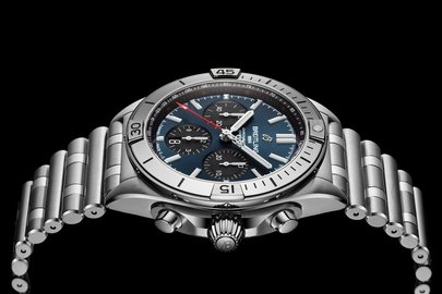 04_chronomat-b01-42-with-a-blue-dial-and-black-contrasting-chronograph-counters.jpg