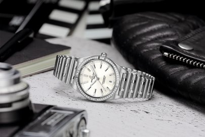06_chronomat-automatic-36-with-a-white-dial-diamond-hour-markers-and-a-diamond-set-bezel_ref.-a77310591a1a1.jpg