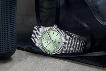 08_chronomat-automatic-36-with-a-pale-green-dial-diamond-hour-markers-and-a-diamond-set-bezel_ref.-a10380591l1a1.jpg