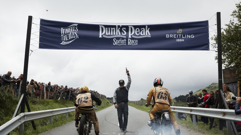 BREITLING S'EMPARE DE LA ROUTE ET DE LA MER AVEC LE WHEELS AND WAVES