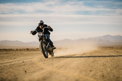 04_breitling-deus-squad-member-californian-surfboard-shaper-and-off-road-motorcycle-racer-forrest-minchinton.jpg
