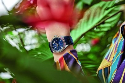 11_chronomat-automatic-36-south-sea-with-midnight-blue-dial-and-blue-alligator-strap_print-use.jpg