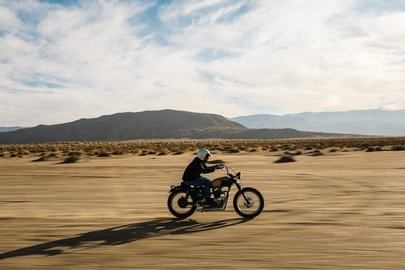 03_breitling-deus-squad-member-californian-surfboard-shaper-and-off-road-motorcycle-racer-forrest-minchinton.jpg