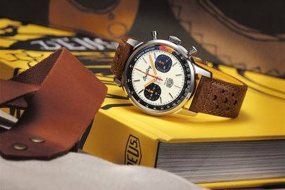 09_top-time-deus-and-gwp-on-breitling.com_deus-coffee-table-book-and-canvas-tote-bag.jpg